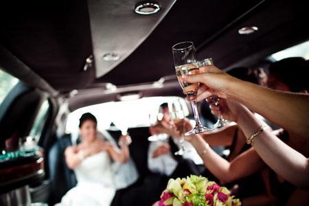 Луксозни автомобили под наем за моминското или ергенско парти
